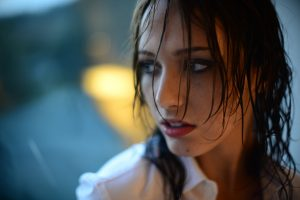 Pretty girl with wet hair photo and warm light using Nikon D800 & Nikkor 50mm f1.2 ai -s lens
