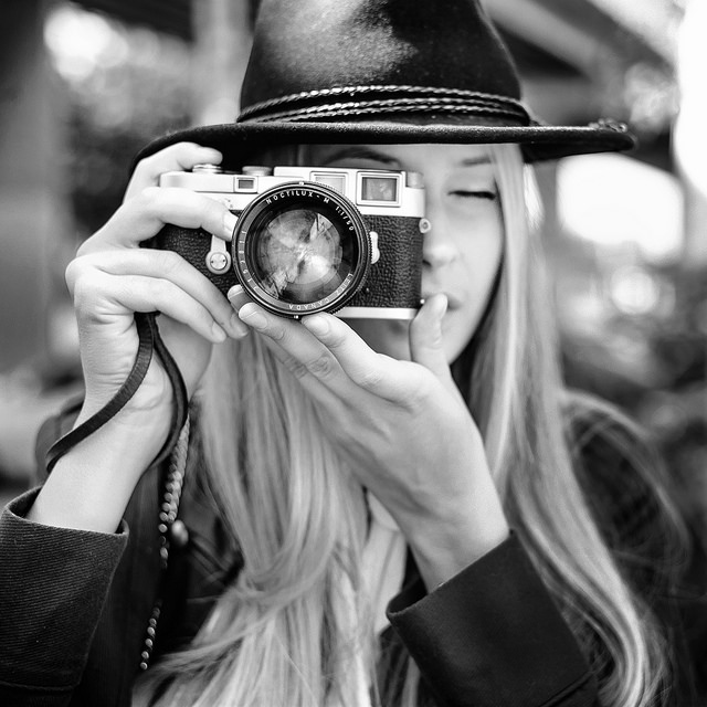 Best 50mm Leica Lens Review - 11 50mm Lenses Compared - Photo of Girl with Leica Noctilux B&W